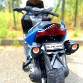 TOP PRODUIT Scooter T-MAX enfant 12V - 199€ - Roues lumineuses Peinture métallisée Lecteur MP3 Bluetooth  #voitureenfantelectrique #voitureenfant #audi #bmw #mercedes #ferrari #lamborghini #ford #rideoncar #electriccar #voiture12v #voiture24V #mini #fun #fiat #bentley #scooter #tmax #scooterelectrique